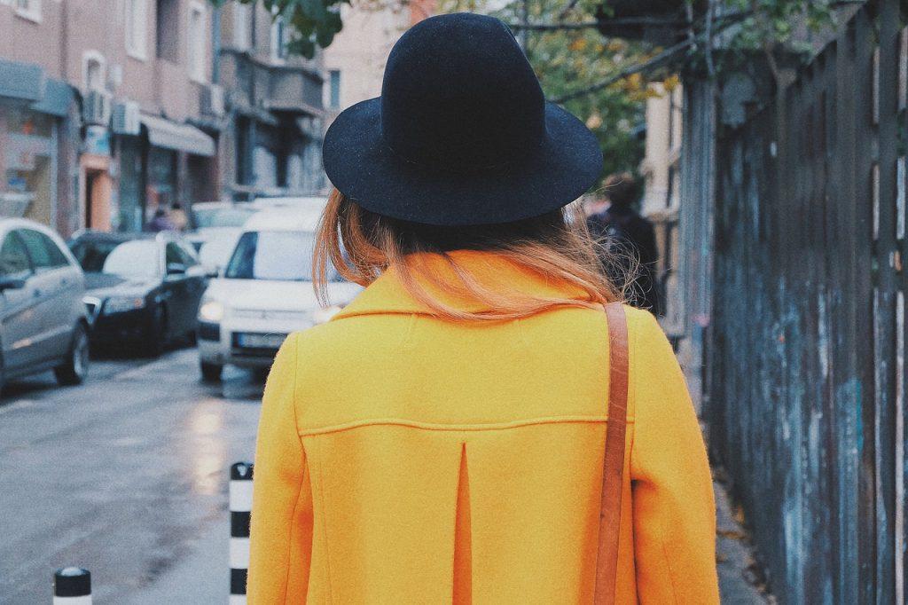 yellow_coat_back